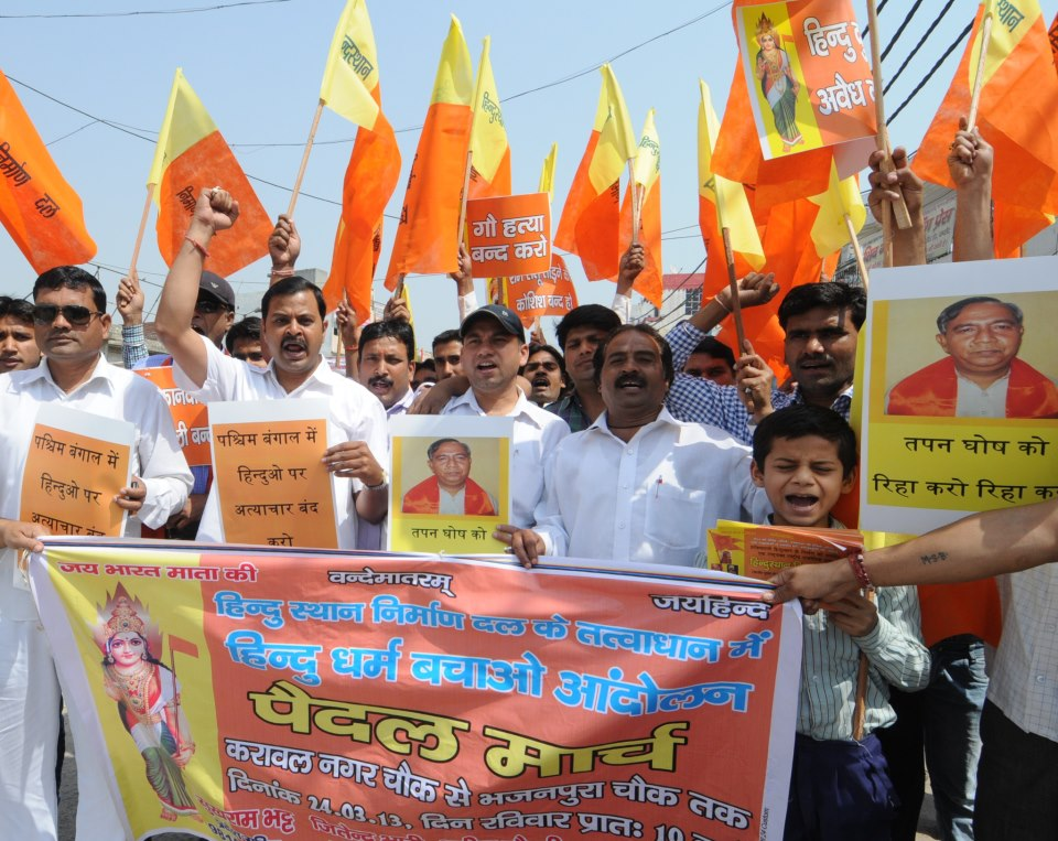 Update on 24-03-2013. Sopporters of Hindusthan Nirman Dal took out protest rally on Sunday in Delhi Roads (KARAWAL NAGAR CHAOWK SE BHAJAN PURA CHAOWK) to register their concern over the ongoing torture upon Hindus of West Bengal under TMC support and immediate release of Hindu Samhati leader, Sri Tapan Kumar Ghosh.