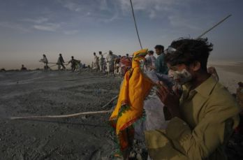 A Pakistani Hindu devotee prays at the crater of the Chandargup mud volcano in Balochistan province. Pic.: Akhtar Soomro/Reuters