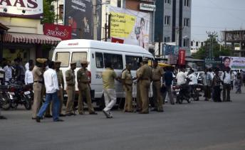 Police pickets deployed on the service lane of the Chennai-Bangalore National Highway near the new bus stand in Vellore following an agitation sparked by the murder of Hindu Munnani leader S. Vellaiyappan on Monday. Photo: C. Venkatachalapathy, The Hindu.
