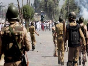 Muslims in Kashmir hold Pakistan Flag and anti India stand.
