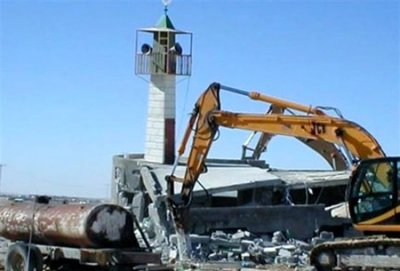 Last October, Muslims from the urban municipality of Viana, Luanda, attended the destruction of the minaret of their mosque Zengo.
