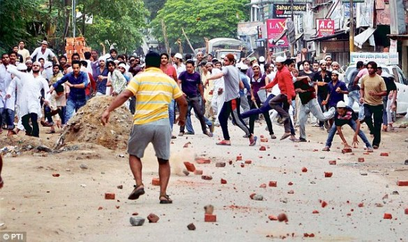 A lone Sikh chasing hundreds of Muslim Rioters in Saharanpur Riot