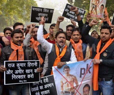 1419458039-hindu-sena-political-party-protests-against-antihindu-movie--india_6539270