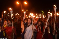 2626FC8300000578-2971508-Torches_raised_This_crowd_of_women_marched_through_Dhaka_Friday_-a-59_1425059963611
