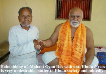 President of Akhil Bhartiya Akhara Parishad Mahant Gyan Das and Mohammad Hashim Ansari during a meeting at Hanuman Garhi Temple in Ayodhya. File photo