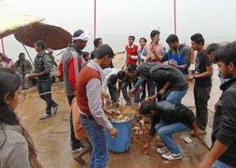 In Varanasi, India, Hindus clean trash from the holy River Ganges to honor Mother Earth, Feb. 23, 2015 (Photo courtesy Bhumi Project)/ ENS.