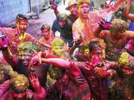 holi-celebration-in-lucknow-uttar-pradesh-54f862b01b457_exlst