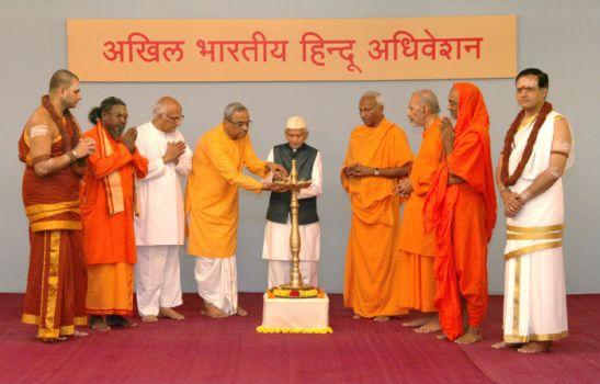 From left : Mahant Shri Nitya Shantimayanandaji, Shivyogi Perumal Swamiji, Param Pujya Shantaram Bhandarkar, Pujya (Dr) Charudutta Pingle, Param Pujya Shrikrushna Karveguruji (lighting the lamp), Param Pujya Swami Pranavatmanand Saraswatiji, Pujya Omkarananda Maharaj, Pujya Divya Jeevandas Maharaj, Mahant Shri Nitya Mokshapriyanandaji