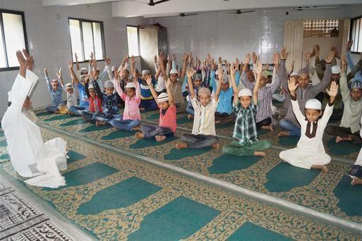 muslims-yoga-3_2446667g