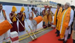 The Prime Minister, Shri Narendra Modi and the Prime Minister of Japan, Mr. Shinzo Abe being given traditional welcome, on their arrival at Varanasi, Uttar Pradesh on December 12, 2015.