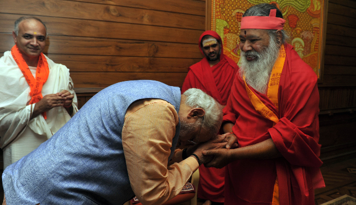 Pm Modi Bows To The Role Of Seers Saints And Mutts For Strengthening This Nation And Humanity