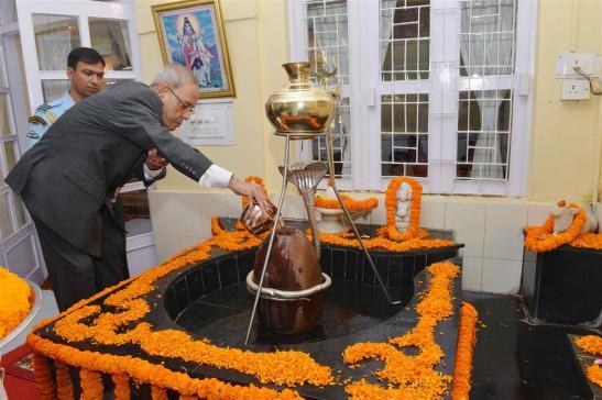 The President of India, Shri Pranab Mukherjee visiting PBG Mandir on the occasion of Maha Shivratri at President's Estate on March 7, 2016.