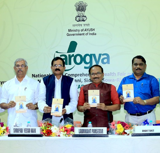 The Minister of State for AYUSH (Independent Charge) and Health & Family Welfare, Shri Shripad Yesso Naik releasing the Yoga protocol booklet for the International Yoga Day – 2016, at the inauguration of the National Fair on AYUSH, at Bambolim, in Goa on March 26, 2016.  The Chief Minister of Goa, Shri Laxmikant Parsekar is also seen.