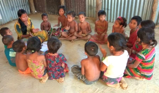Indigenous children learning their basic education at makeshift school in Bandarban. Dhaka Tribune
